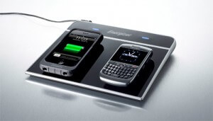 iPhone 3g and blackberry on the Energizer Inductive Charger with QI Technology