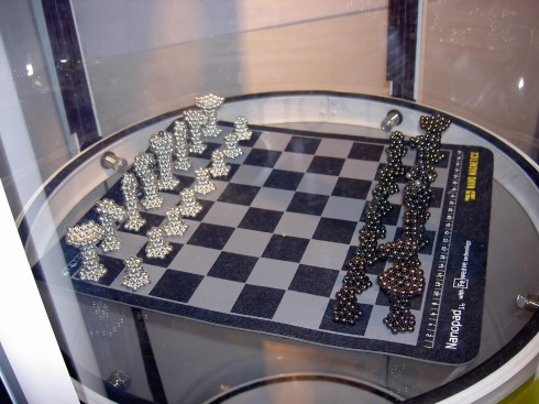 Nanodots Chess Set