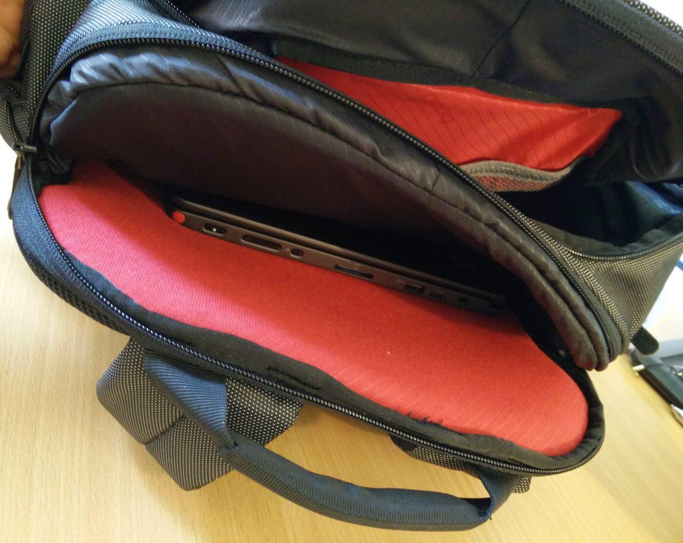 Booq Taipan Shock laptop pocket