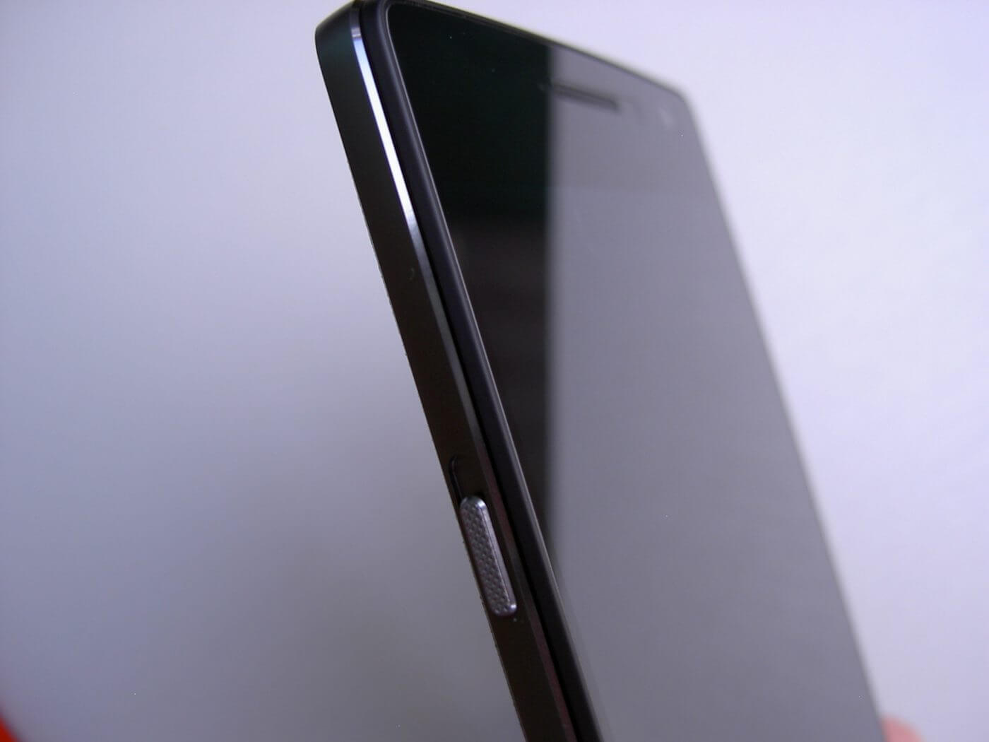 OnePlus 2 side